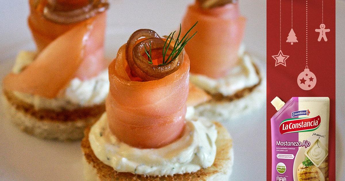 Montaditos de salmón gozosos