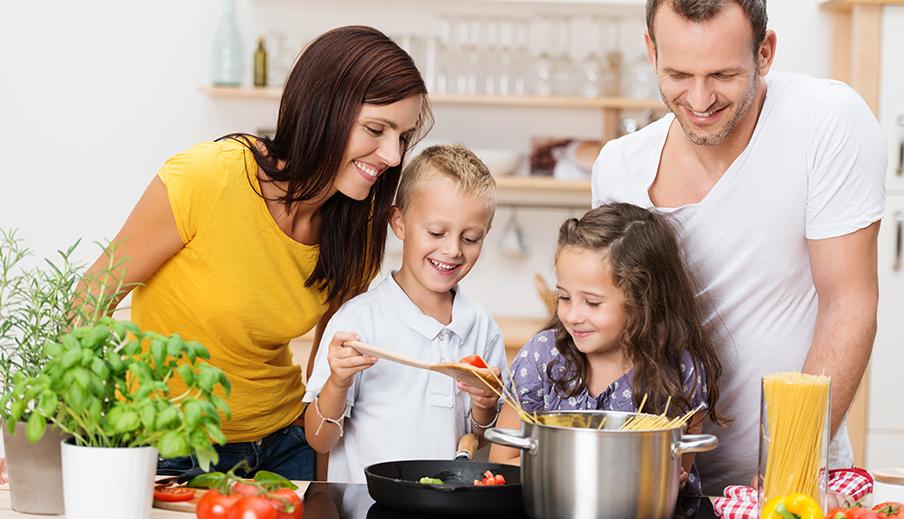 Beneficios de cocinar en familia