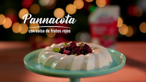 Pannacota con salsa de frutos rojos
