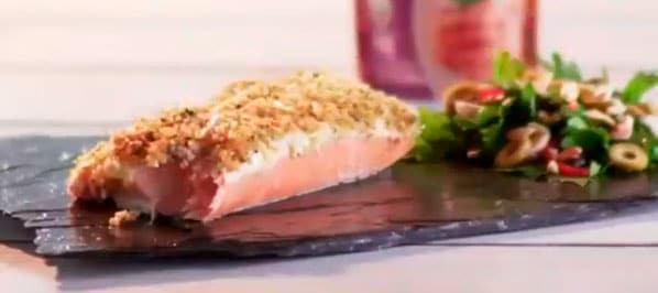 Salmon con costra de quinua y parmesano